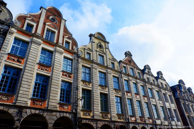Façades flamandes ensoleillées - Arras (©MD - danslesruesdarras)
